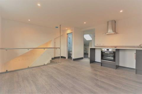 2 bedroom flat to rent - Horn Lane top floor flat, Acton