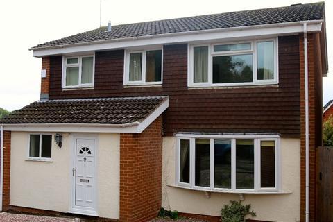 4 bedroom semi-detached house to rent - 8 Islington Close