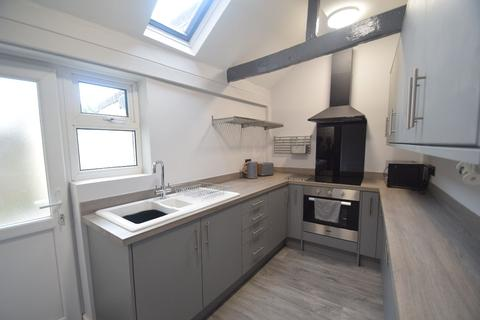 4 bedroom terraced house to rent - 16 Chetwynd End