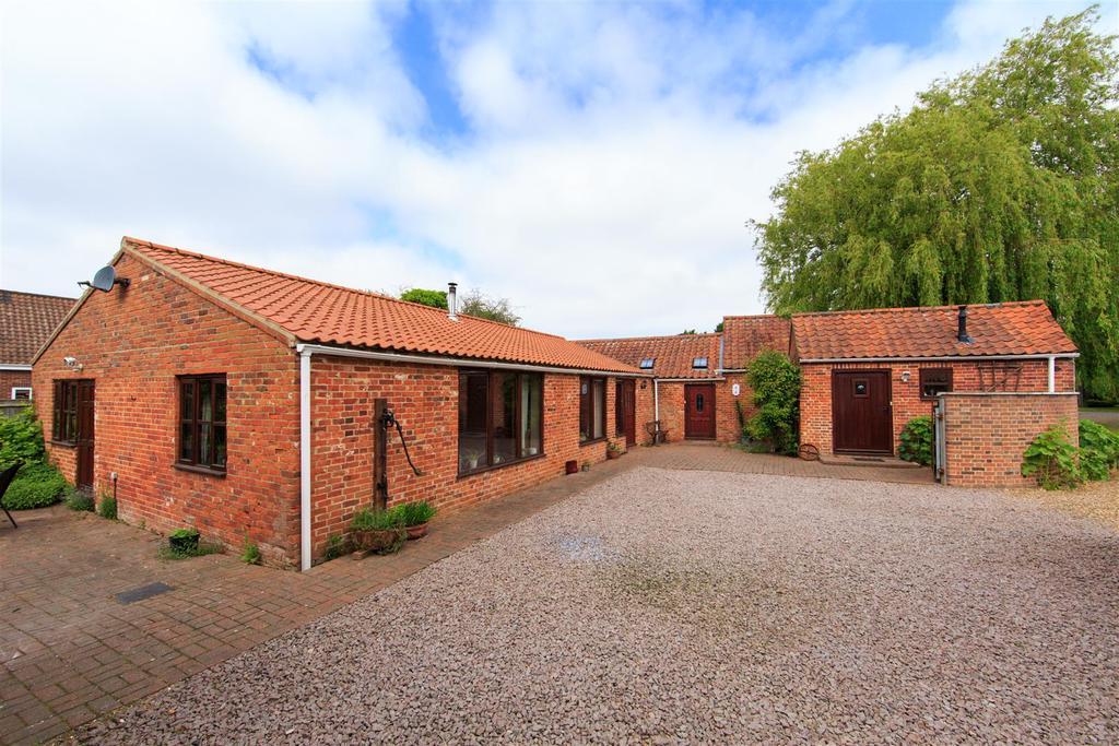 Hevingham, Norwich, NR10 4 bed barn conversion - £375,000