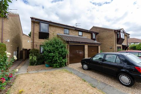3 bedroom house for sale - Aylesbury Close, Norwich