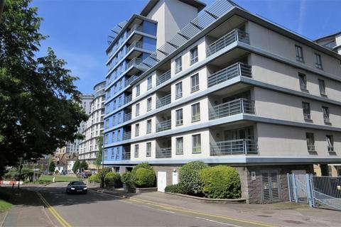2 bedroom apartment to rent - Oriental Road, Woking, GU22