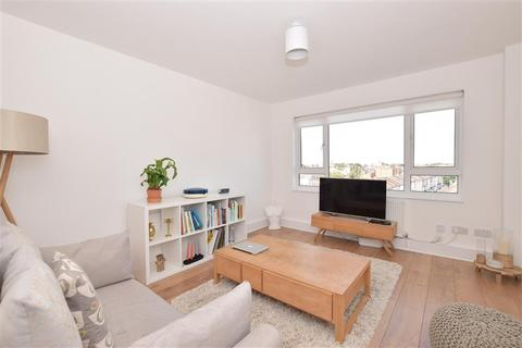 2 bedroom flat for sale - Bramble Road, Southsea, Hampshire