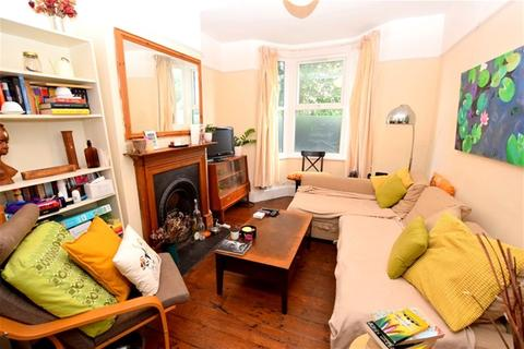 2 bedroom terraced house to rent - Heyworth Road, Stratford, London