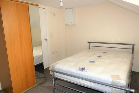 1 bedroom in a house share to rent - Grove Road, Hounslow