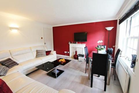 2 bedroom flat to rent - Liston House, Fleming Drive, London, N21