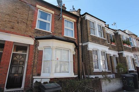 2 bedroom flat to rent - Steele Road, London, N17