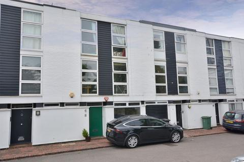 3 bedroom townhouse for sale - Briary Close, London NW3