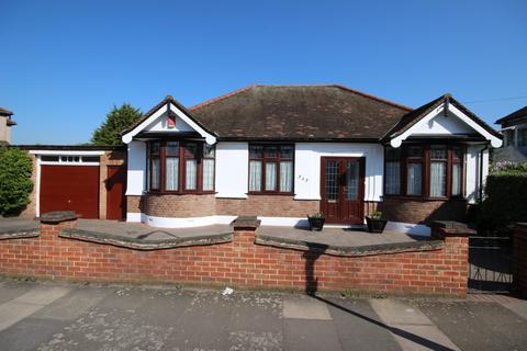 3 bedroom bungalow for sale - Mortlake Road, Essex, IG1