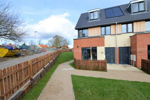 3 bedroom end of terrace house for sale - Wall Road, Norwich
