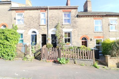 2 bedroom terraced house for sale - Delightful in the Golden Triangle