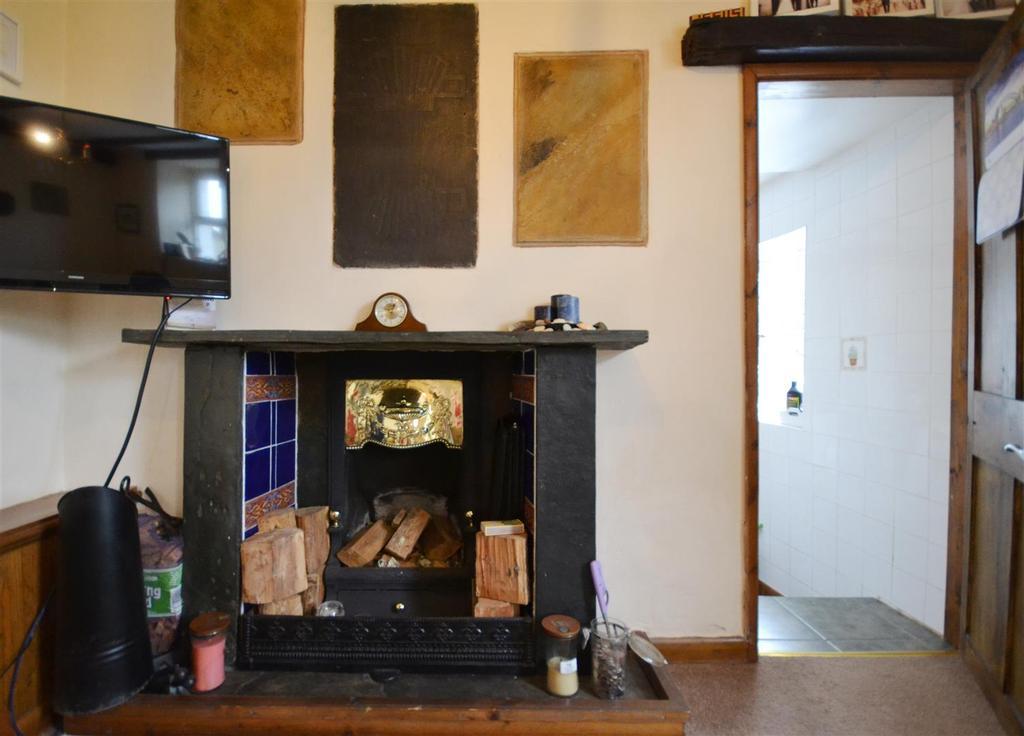 8 Fireplace.jpg