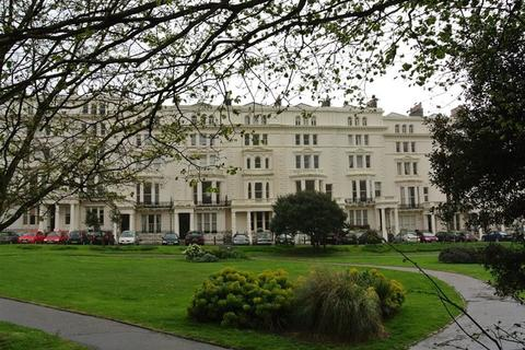 2 bedroom flat to rent - Palmeira Square, Hove, BN3 2JB.