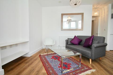 2 bedroom flat to rent - Middle flat, Greville Road, BS3