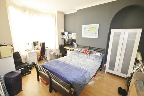 6 bedroom end of terrace house to rent - Fosse Road South, West End, Leicester LE3