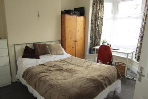 5 bedroom terraced house to rent - Forster Road