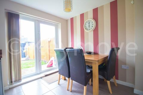 3 bedroom terraced house for sale - Royds Hall Drive, Bradford, West Yorkshire