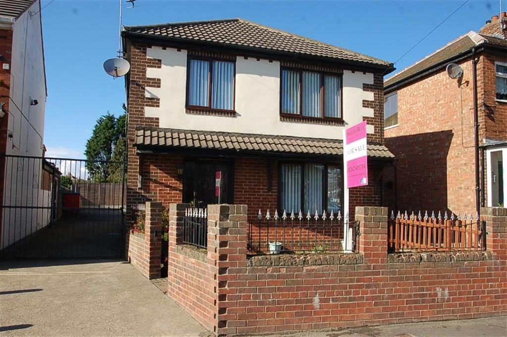 3 Bedrooms Detached House for sale in Queensgate, Bridlington, East Yorkshire, YO16