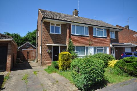 3 bedroom semi-detached house for sale - Rochester Avenue, Woodley, Reading, RG5 4NB