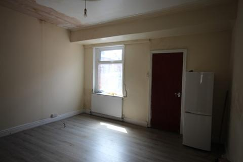 4 bedroom terraced house to rent - Seaforth Place, Harehills , Leeds, LS9