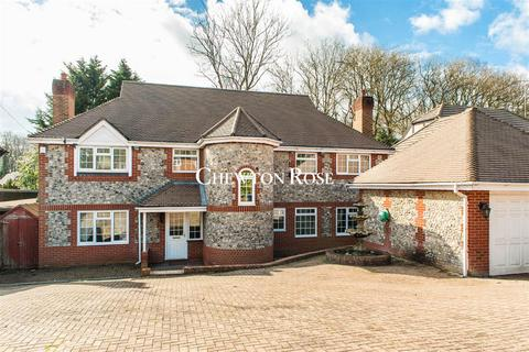 5 bedroom detached house for sale - Fulmer Drive, Gerrards Cross