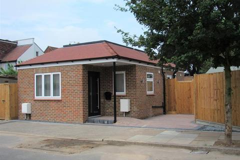 1 bedroom detached bungalow for sale - Seymour Road, Hackbridge, Surrey
