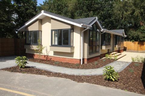 2 bedroom park home for sale - California Country Park, Nine Mile Ride, Finchampstead, Wokingham, RG40