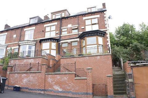 5 bedroom end of terrace house for sale - Burngreave Street, Burngreave, Sheffield, S3 9DQ