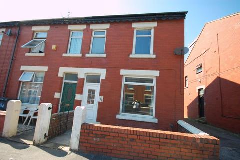 2 bedroom end of terrace house to rent - Cunliffe Road, Blackpool FY1