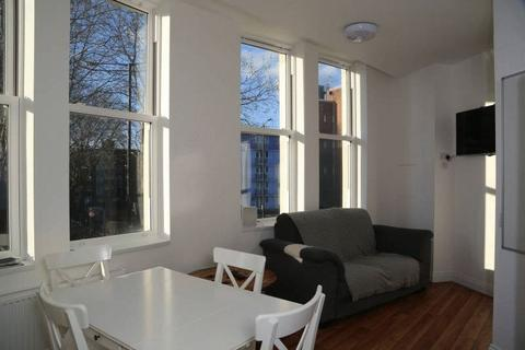 1 bedroom house share - Lawford street, Room in shared flat
