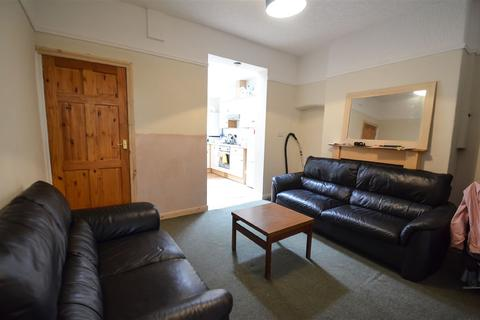 3 bedroom terraced house to rent - Newborough Street, YO30