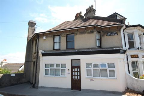 Studio to rent - Inwood Crescent, Brighton