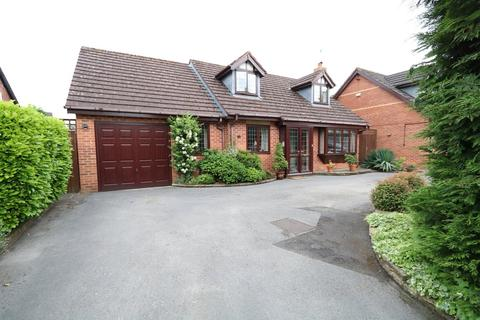 3 bedroom detached bungalow for sale - Lodge Road, Knowle