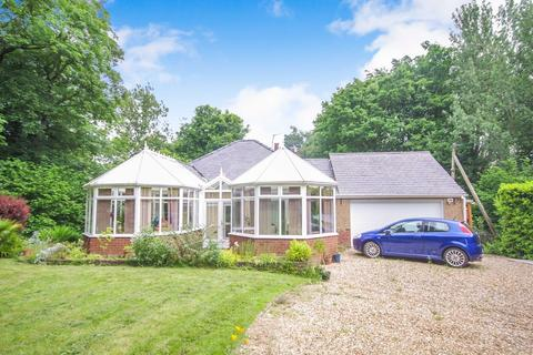 3 bedroom detached bungalow for sale - Maes Pennant Road, Mostyn