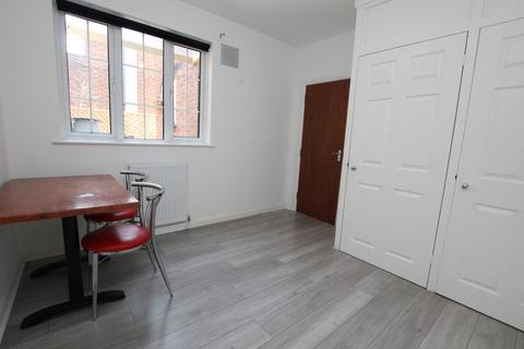 1 bedroom flat share to rent - High Street, Waltham Cross