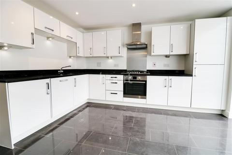 4 bedroom end of terrace house to rent - Taplow