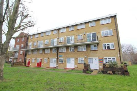 3 bedroom maisonette to rent - West Close, Edmonton, London N9