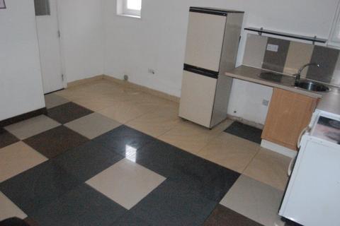 Studio to rent - Collingdon Street, Town Centre