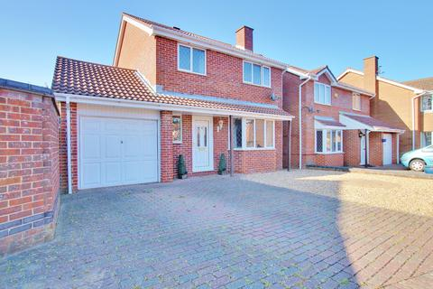 4 bedroom detached house for sale - ENSUITE! UTILITY! GARAGE! POPULAR LOCATION! CALL TO VIEW!