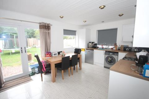 3 bedroom semi-detached house to rent - The Nook, Chester