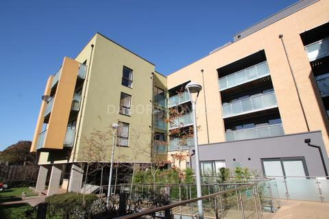 2 bedroom flat to rent - Scenix House, Chigwell Road , South Woodford, London E18