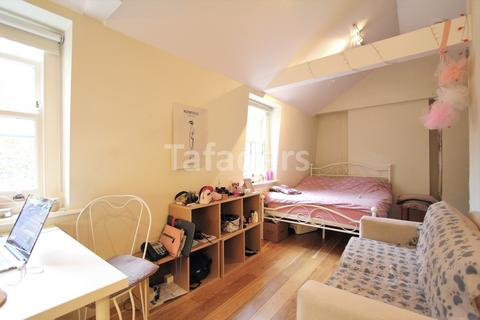 Studio to rent - Shaftesbury Avenue, West End, WC2H