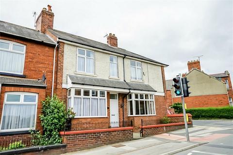 3 bedroom end of terrace house for sale - Poppleton Road, York