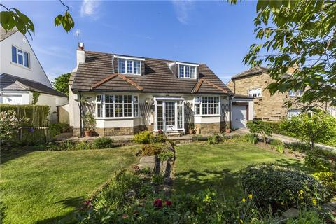 3 bedroom bungalow for sale - Wynmore Avenue, Bramhope, Leeds, West Yorkshire