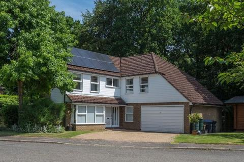5 bedroom detached house to rent - Heatherside Gardens, Farnham Common, Buckinghamshire SL2