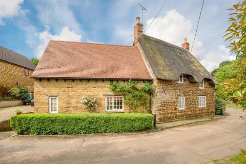 2 bedroom cottage for sale - Manor Road, Grimscote, Towcester