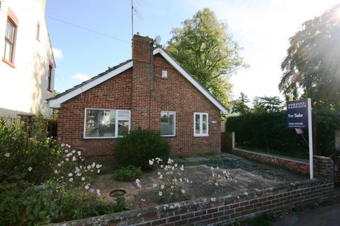 3 bedroom bungalow for sale - Harborough Road North, Kingsthorpe, Northampton