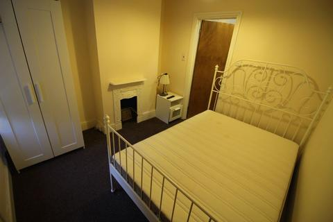 House share to rent - En- Suite room in Town Centre Fully Furnished, all bills included