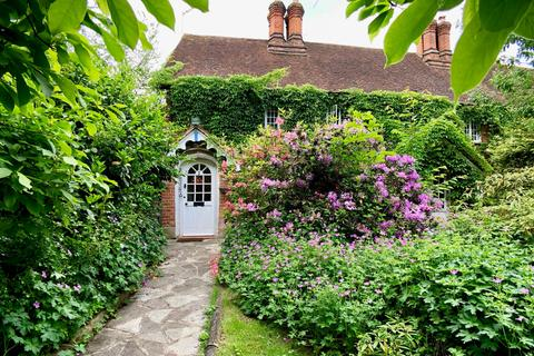 2 bedroom end of terrace house for sale - Red Lion Cottages, Stoke Green