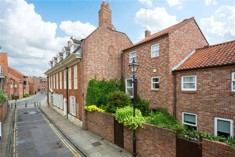 3 bedroom terraced house for sale - Hunt Court, York, YO1